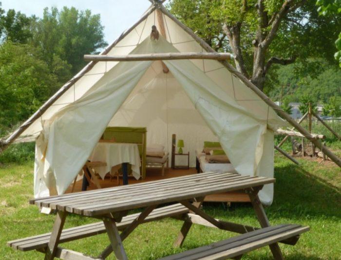 Tente-trappeur-bon-123890822