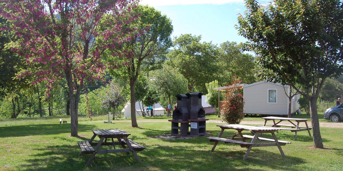 Zone barbecue - Camping le Val des Cévennes